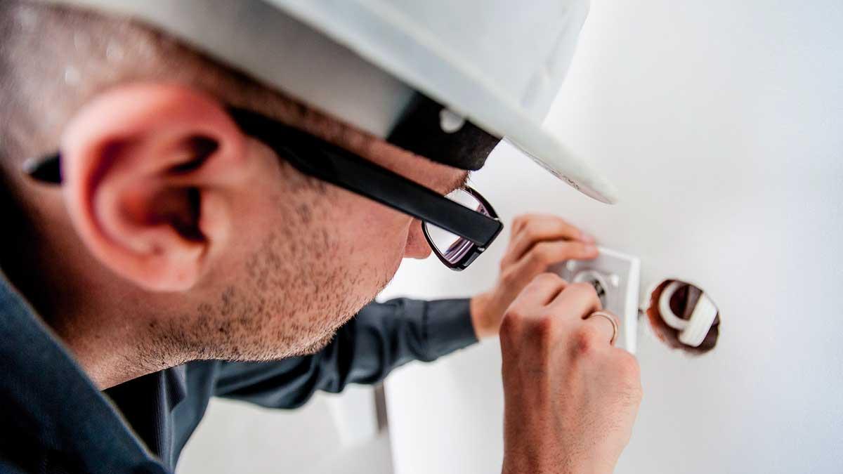 Astuces pour trouver un électricien compétent à Paris