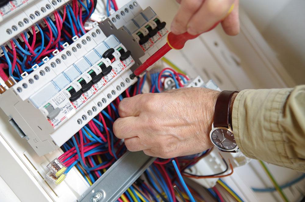Dépannage électricité : quelle est la démarche à suivre?