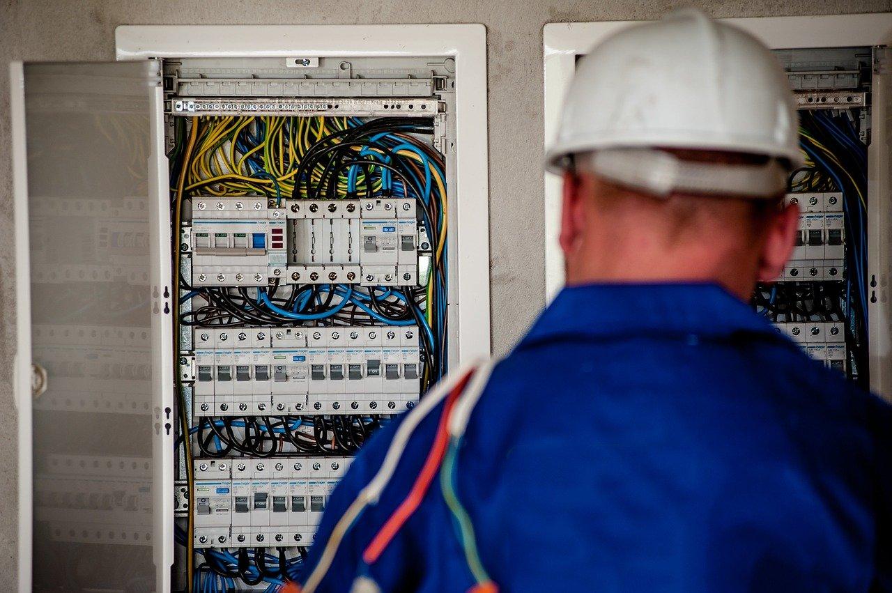 Pourquoi confier les travaux d'installations électriques de votre propriété à un électricien?